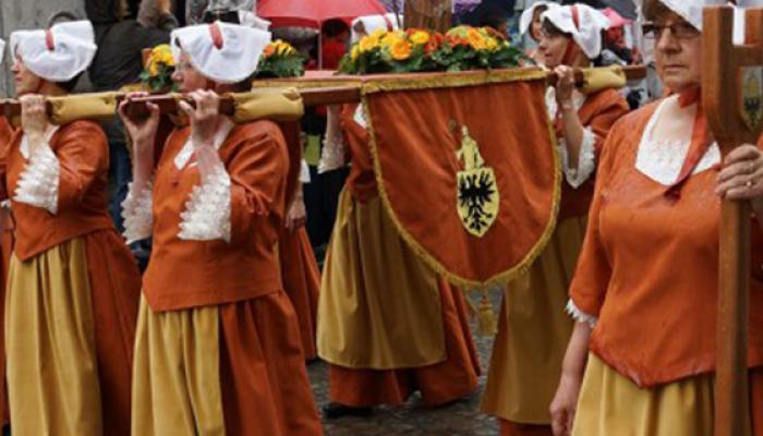 La Participation à la Procession du Car d'Or